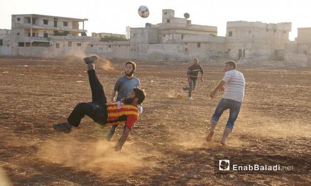 Syria: Giấc mơ bóng đá trỗi dậy giữa đạn bom - Ảnh 2.