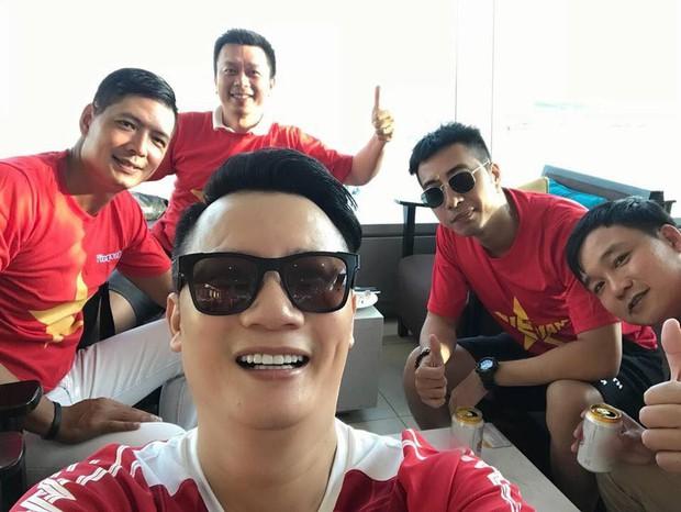 Hoàng Bách, Only C cùng nghệ sĩ Vbiz lên đường đến Indonesia tiếp lửa cho tuyển Việt Nam trong trận gặp Hàn Quốc - Ảnh 1.