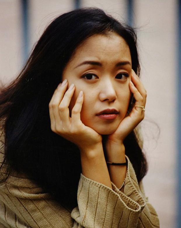 7 nữ diễn viên Hàn tài sắc nhất thập niên 90 sau 20 năm: Người mất tất cả vì tù tội, kẻ khốn khổ vì cưới tài phiệt - Ảnh 1.