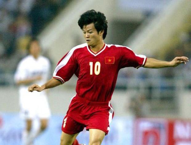 15 năm, nhìn lại bàn thắng lịch sử của Văn Quyến vào lưới Hàn Quốc - Ảnh 2.