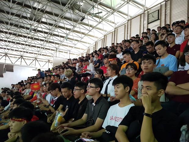 Những gương mặt thất thần khi Việt Nam thua 3-1 trước Hàn Quốc của người hâm mộ tại các trường Đại học - Ảnh 11.