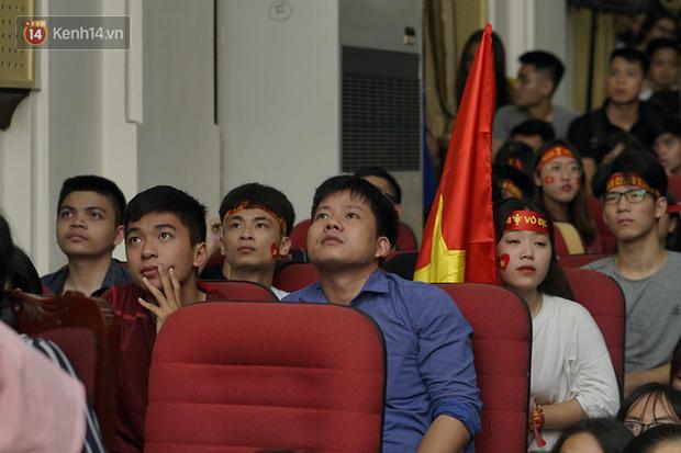 Sinh viên ĐH Bách Khoa, ĐH Kinh tế Quốc dân lo âu khi Olympic Việt Nam bị Hàn Quốc dẫn trước 2 bàn - Ảnh 3.