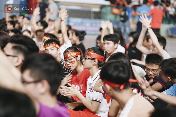 Sinh viên ĐH Bách Khoa, ĐH Kinh tế Quốc dân lo âu khi Olympic Việt Nam bị Hàn Quốc dẫn trước 2 bàn - Ảnh 11.