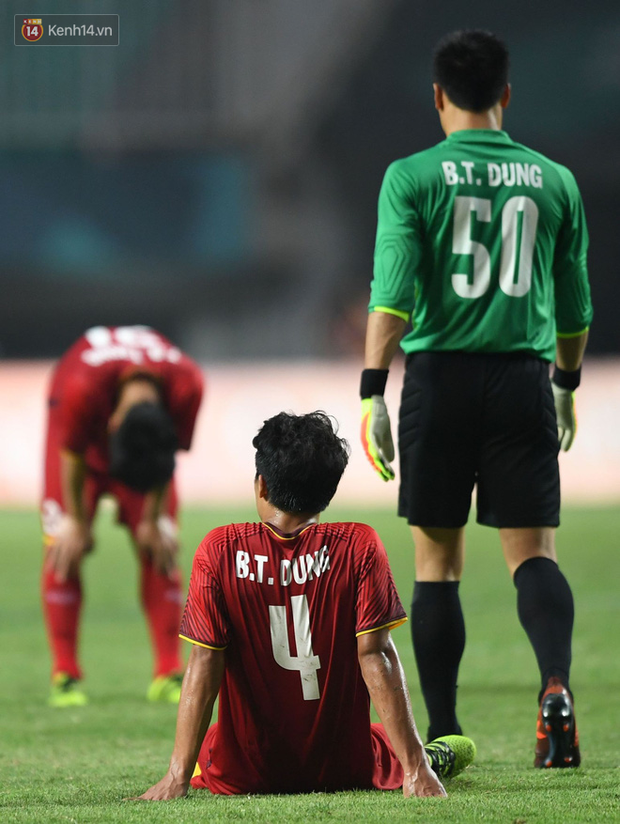 HLV Park Hang Seo cúi đầu giấu nỗi buồn sau trận thua Hàn Quốc - Ảnh 6.