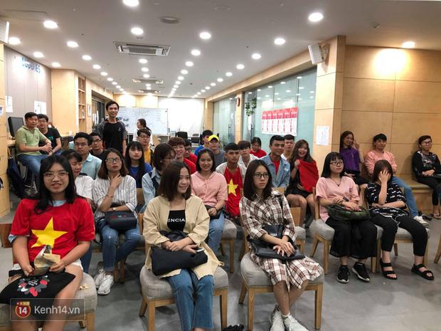 Trực tiếp từ Hàn Quốc: Hàng nghìn du học sinh và người hâm mộ hô vang Việt Nam vô địch trên đất Hàn, mong chờ phép màu xảy ra - Ảnh 6.
