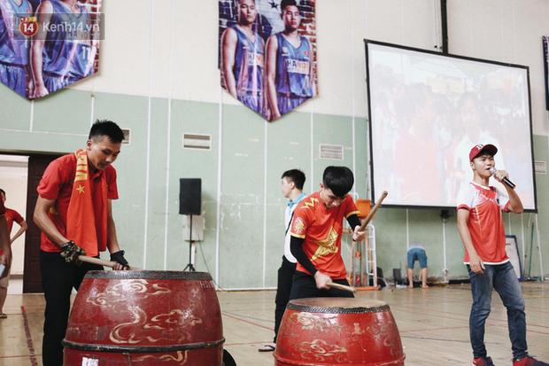 Sinh viên ĐH Bách Khoa, ĐH Kinh tế Quốc dân lo âu khi Olympic Việt Nam bị Hàn Quốc dẫn trước 2 bàn - Ảnh 10.