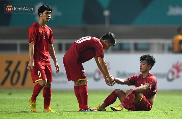 HLV Park Hang Seo cúi đầu giấu nỗi buồn sau trận thua Hàn Quốc - Ảnh 7.