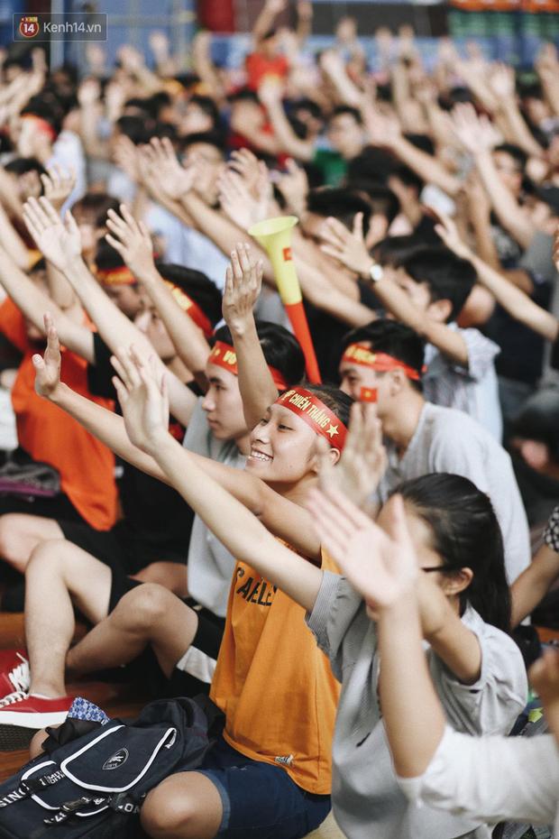 Sinh viên ĐH Bách Khoa, ĐH Kinh tế Quốc dân lo âu khi Olympic Việt Nam bị Hàn Quốc dẫn trước 2 bàn - Ảnh 9.