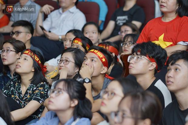 Sinh viên ĐH Bách Khoa, ĐH Kinh tế Quốc dân lo âu khi Olympic Việt Nam bị Hàn Quốc dẫn trước 2 bàn - Ảnh 4.