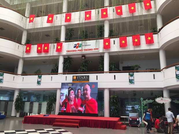 Những gương mặt thất thần khi Việt Nam thua 3-1 trước Hàn Quốc của người hâm mộ tại các trường Đại học - Ảnh 16.
