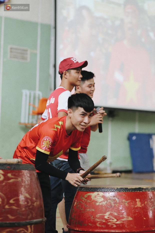 Sinh viên ĐH Bách Khoa, ĐH Kinh tế Quốc dân lo âu khi Olympic Việt Nam bị Hàn Quốc dẫn trước 2 bàn - Ảnh 8.