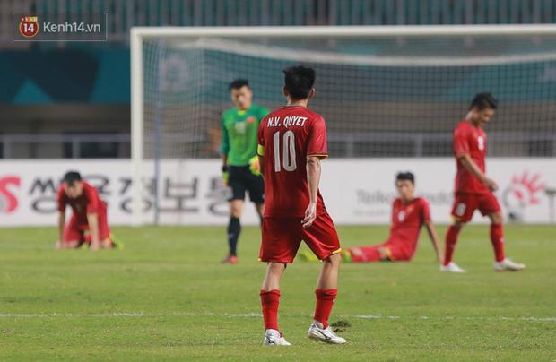 HLV Park Hang Seo cúi đầu giấu nỗi buồn sau trận thua Hàn Quốc - Ảnh 3.