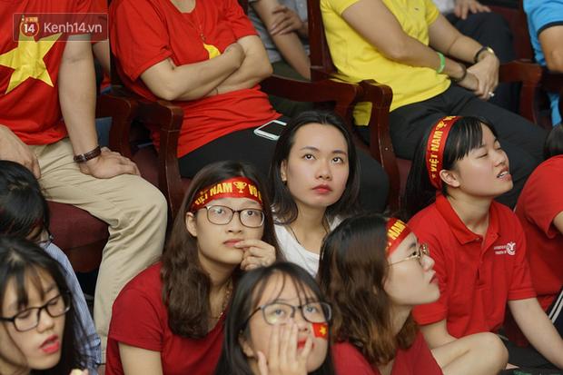 Sinh viên ĐH Bách Khoa, ĐH Kinh tế Quốc dân lo âu khi Olympic Việt Nam bị Hàn Quốc dẫn trước 2 bàn - Ảnh 6.