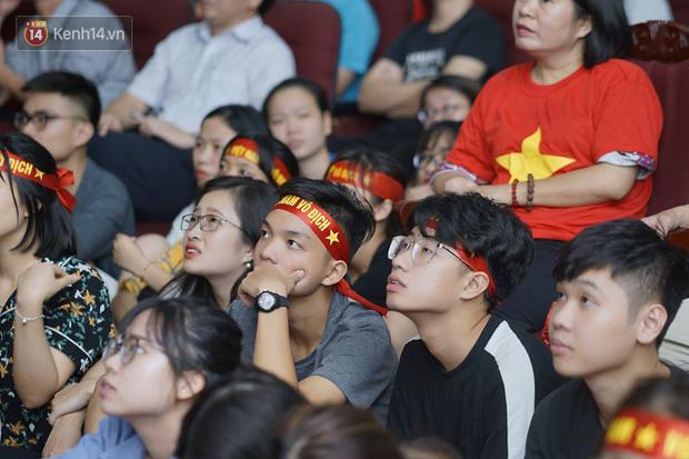 Sinh viên ĐH Bách Khoa, ĐH Kinh tế Quốc dân lo âu khi Olympic Việt Nam bị Hàn Quốc dẫn trước 2 bàn - Ảnh 7.
