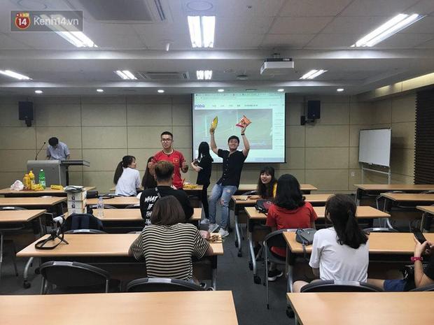 Trực tiếp từ Hàn Quốc: Hàng nghìn du học sinh và người hâm mộ hô vang Việt Nam vô địch trên đất Hàn, mong chờ phép màu xảy ra - Ảnh 18.