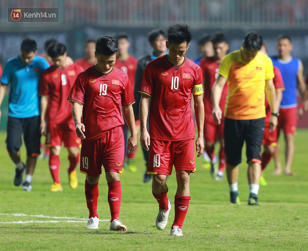 HLV Park Hang Seo cúi đầu giấu nỗi buồn sau trận thua Hàn Quốc - Ảnh 4.