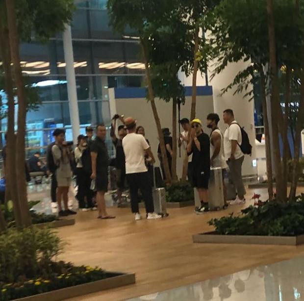 Kim Jong Kook và Haha bất ngờ đến Sài Gòn vào trưa nay, phải chăng để đi bão sau trận Olympic Hàn - Việt? - Ảnh 1.
