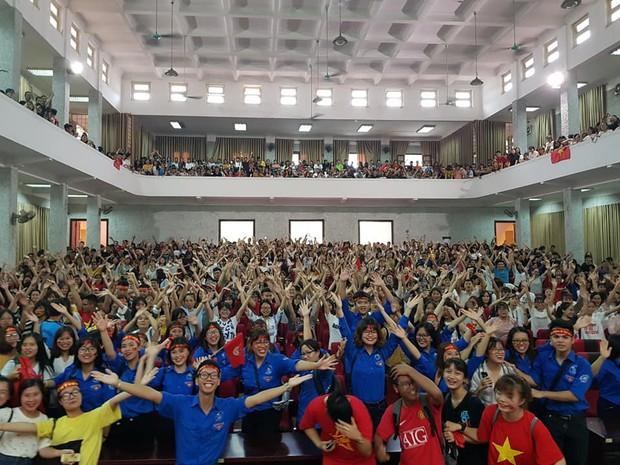 Những gương mặt thất thần khi Việt Nam thua 3-1 trước Hàn Quốc của người hâm mộ tại các trường Đại học - Ảnh 17.