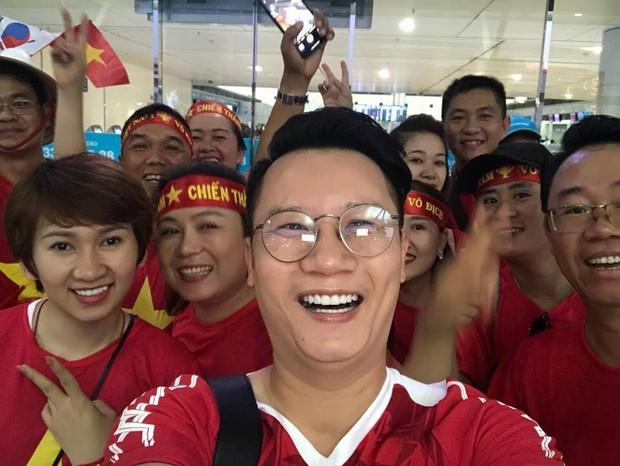 Hoàng Bách, Only C cùng nghệ sĩ Vbiz lên đường đến Indonesia tiếp lửa cho tuyển Việt Nam trong trận gặp Hàn Quốc - Ảnh 2.