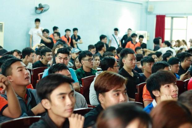Những gương mặt thất thần khi Việt Nam thua 3-1 trước Hàn Quốc của người hâm mộ tại các trường Đại học - Ảnh 22.