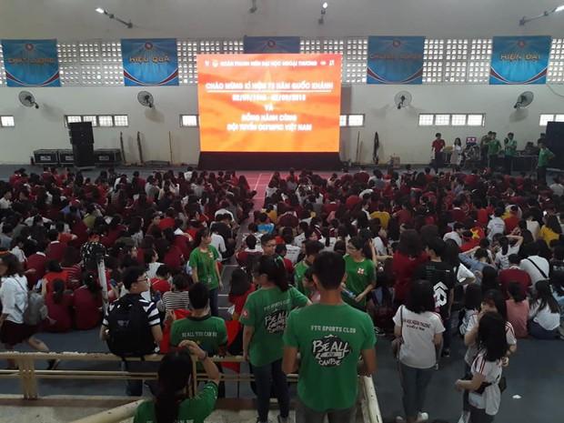 Những gương mặt thất thần khi Việt Nam thua 3-1 trước Hàn Quốc của người hâm mộ tại các trường Đại học - Ảnh 6.