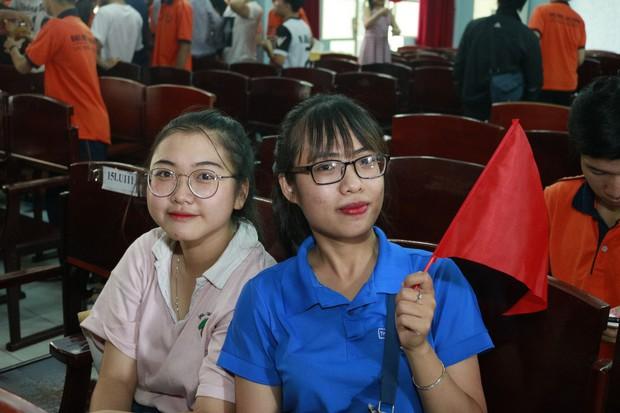 Những gương mặt thất thần khi Việt Nam thua 3-1 trước Hàn Quốc của người hâm mộ tại các trường Đại học - Ảnh 21.