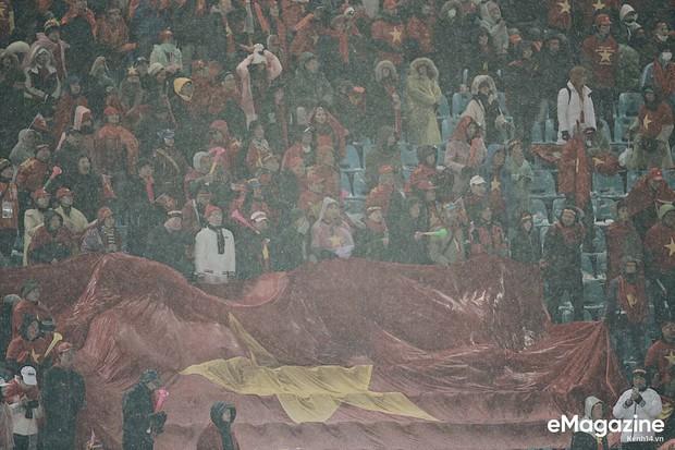 Dân Việt Nam và tình yêu với bóng đá: không đứng thứ nhất thì cũng phải về nhì cái Trái Đất này! - Ảnh 18.
