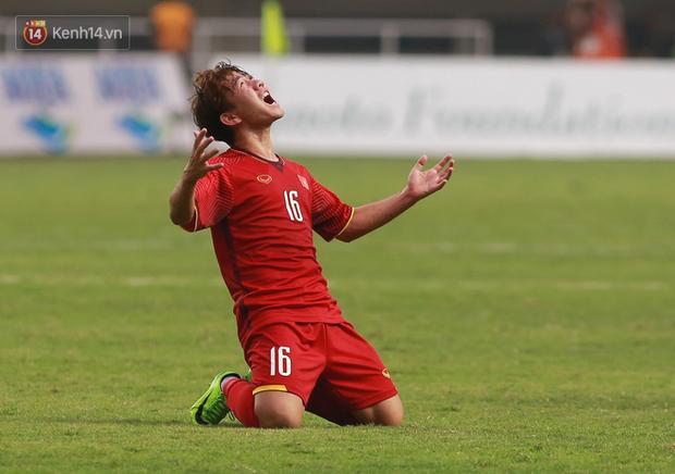 Mẹ Minh Vương vỡ oà khi con trai ghi bàn thắng duy nhất vào lưới đội tuyển Olympic Hàn Quốc - Ảnh 1.