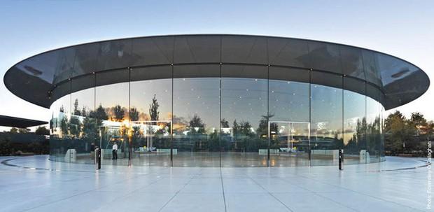 Sợ bị sao chép, Apple đăng ký luôn bản quyền thiết kế Nhà hát Steve Jobs - nơi sẽ trình làng iPhone mới sắp tới - Ảnh 2.