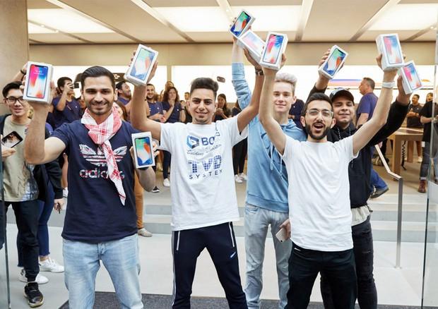 Mặc kệ iPhone 2018 mới toanh sắp ra mắt, 3 lý do này bảo chọn iPhone X (2017) mới là thông minh - Ảnh 4.