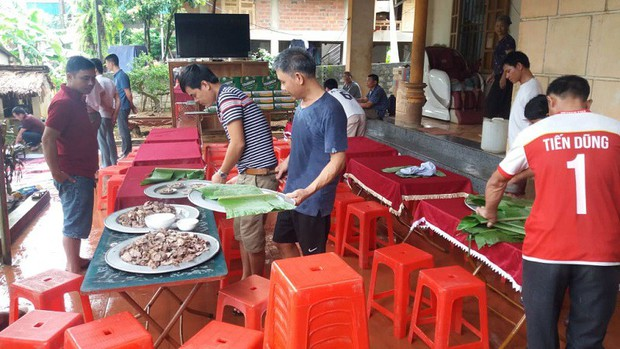 Gia đình Bùi Tiến Dũng mổ trâu cổ vũ Việt Nam đá bán kết với Hàn Quốc - Ảnh 3.