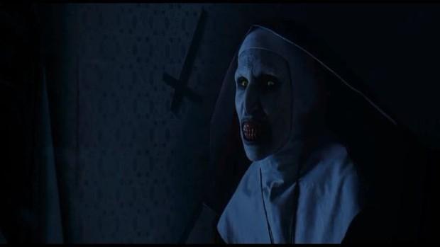 """Soi nhẹ gương mặt """"trang điểm lỗi"""" của 5 ác quỷ phim kinh dị: Sai là chị Valak! - Ảnh 17."""