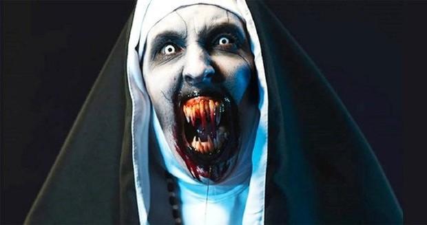 """Soi nhẹ gương mặt """"trang điểm lỗi"""" của 5 ác quỷ phim kinh dị: Sai là chị Valak! - Ảnh 20."""