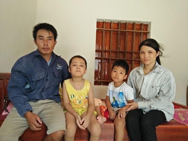 Ánh mắt cầu cứu của hai đứa trẻ cùng mắc phải căn bệnh đông máu, không tiền chữa trị ở Nghệ An - Ảnh 5.