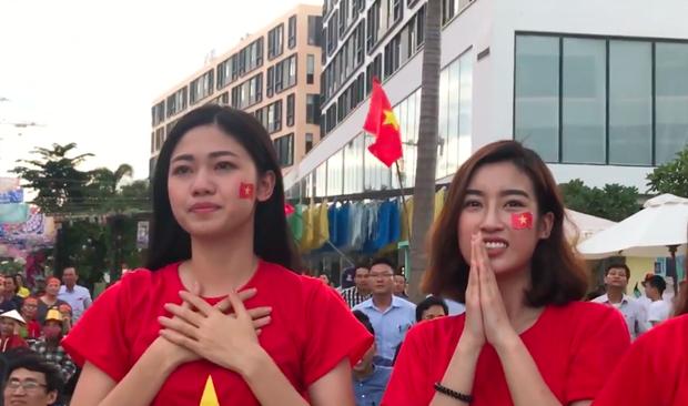 Thanh Tú bật khóc, Mỹ Linh và các thí sinh Hoa hậu Việt Nam 2018 vỡ oà trước cú ghi bàn tuyệt đẹp của Minh Vương - Ảnh 3.
