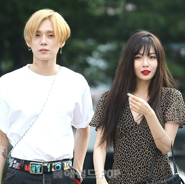 Hyuna và bạn trai gây sốt vì công khai ôm vai quá ngọt, nhưng điều netizen chú ý lại là người đàn ông đằng sau - Ảnh 12.