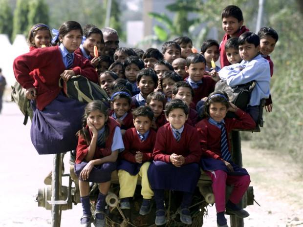 Bộ ảnh gây sốt về những con đường đến trường đầy hiểm nguy của học sinh trên thế giới, 1 phút sơ sẩy là mất mạng - Ảnh 37.