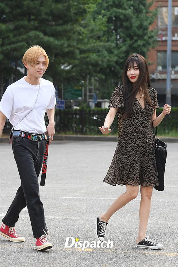 Hyuna và bạn trai gây sốt vì công khai ôm vai quá ngọt, nhưng điều netizen chú ý lại là người đàn ông đằng sau - Ảnh 7.