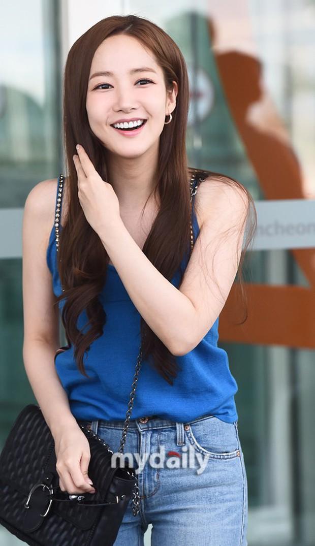 CL, Park Min Young, Yoona: Màn đọ sắc ở sân bay gây tranh cãi - Ảnh 4.