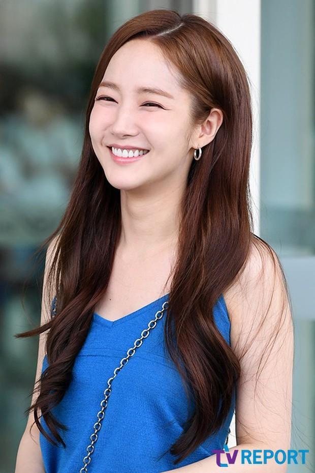 CL, Park Min Young, Yoona: Màn đọ sắc ở sân bay gây tranh cãi - Ảnh 5.