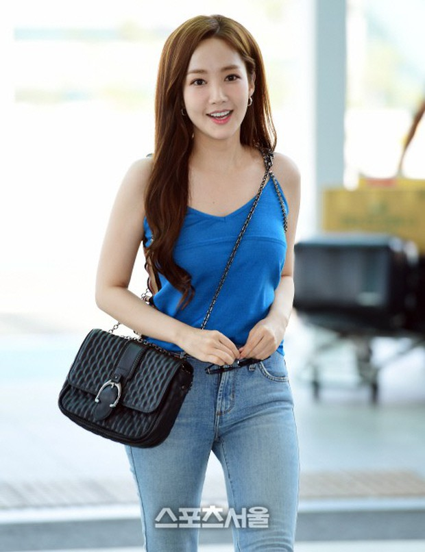 CL, Park Min Young, Yoona: Màn đọ sắc ở sân bay gây tranh cãi - Ảnh 2.