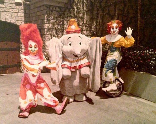 Những hình ảnh chứng minh ngày xưa Disneyland là chỗ để hù dọa trẻ con khóc thét chứ chẳng phải chốn thần tiên hạnh phúc gì - Ảnh 21.