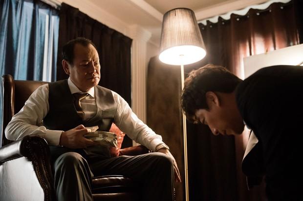 Tiểu Thuyết Sát Nhân: Phim Hàn mang tham vọng châm biếm nhưng chưa đủ sâu cay - Ảnh 4.