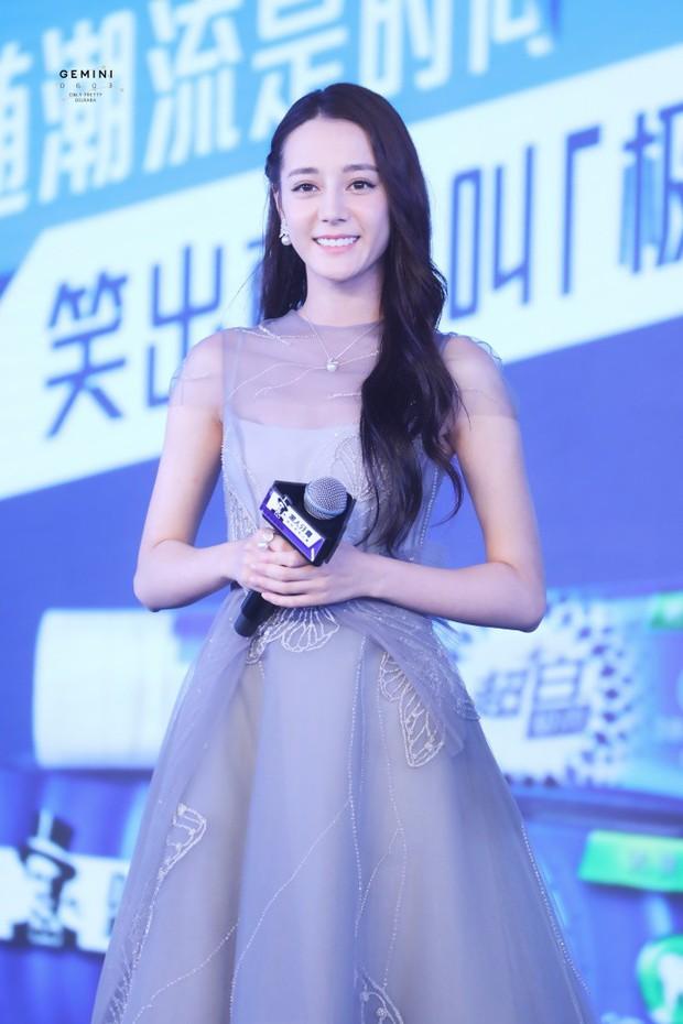 Chỉ một cái vuốt tóc, công chúa hoa tuyết Địch Lệ Nhiệt Ba chứng minh đẳng cấp nữ thần showbiz Hoa ngữ - Ảnh 1.