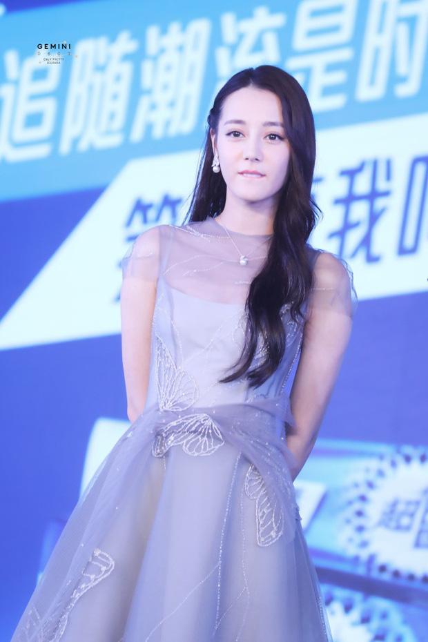 Chỉ một cái vuốt tóc, công chúa hoa tuyết Địch Lệ Nhiệt Ba chứng minh đẳng cấp nữ thần showbiz Hoa ngữ - Ảnh 6.