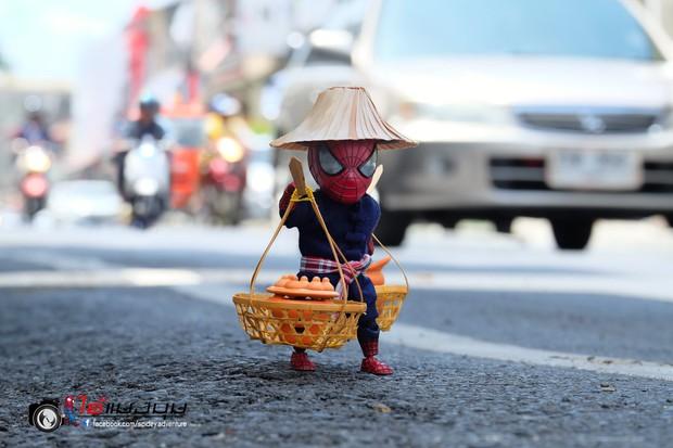 Góc mưu sinh: Khi Spider-Man cũng phải bươn chải đủ nghề từ cửu vạn tới bán hàng rong để kiếm sống - Ảnh 5.