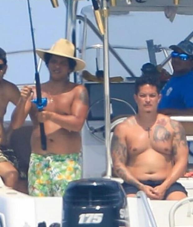 Hình ảnh hot nhất showbiz quốc tế hôm nay: Dân tình giật mình vì thân hình béo phệ khó tin của Bruno Mars! - Ảnh 6.