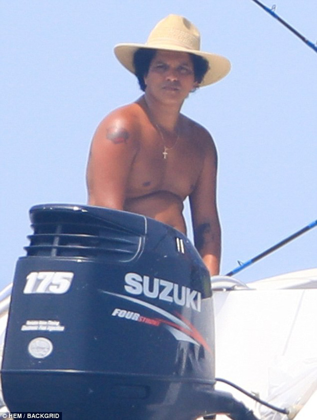 Hình ảnh hot nhất showbiz quốc tế hôm nay: Dân tình giật mình vì thân hình béo phệ khó tin của Bruno Mars! - Ảnh 9.