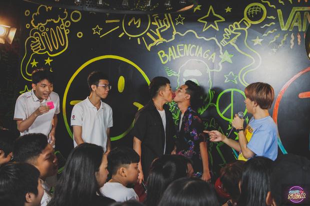 Bị nghi nói dối về số đo cơ thể, Jun Vũ thoải mái để fan trực tiếp kiểm chứng ngay trên sân khấu - Ảnh 10.