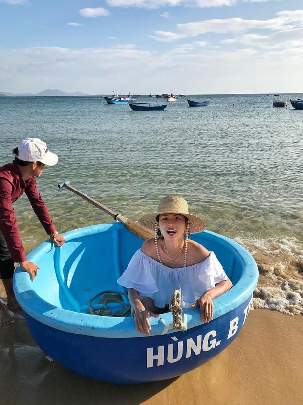 Đi du lịch thôi mà Salim, Jolie Nguyễn, Cao Thiên Trang... lên đồ xinh và nổi hết phần người khác - Ảnh 4.